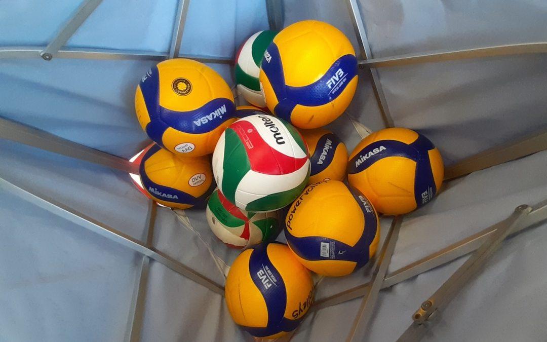 Ein Volleyballprofi im Sportunterricht der Q2