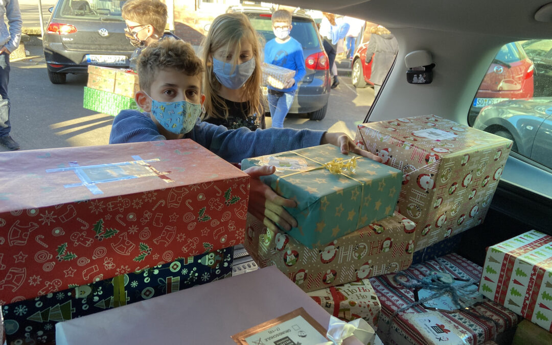 Geschenke für den Weihnachtspäckchenkonvoi