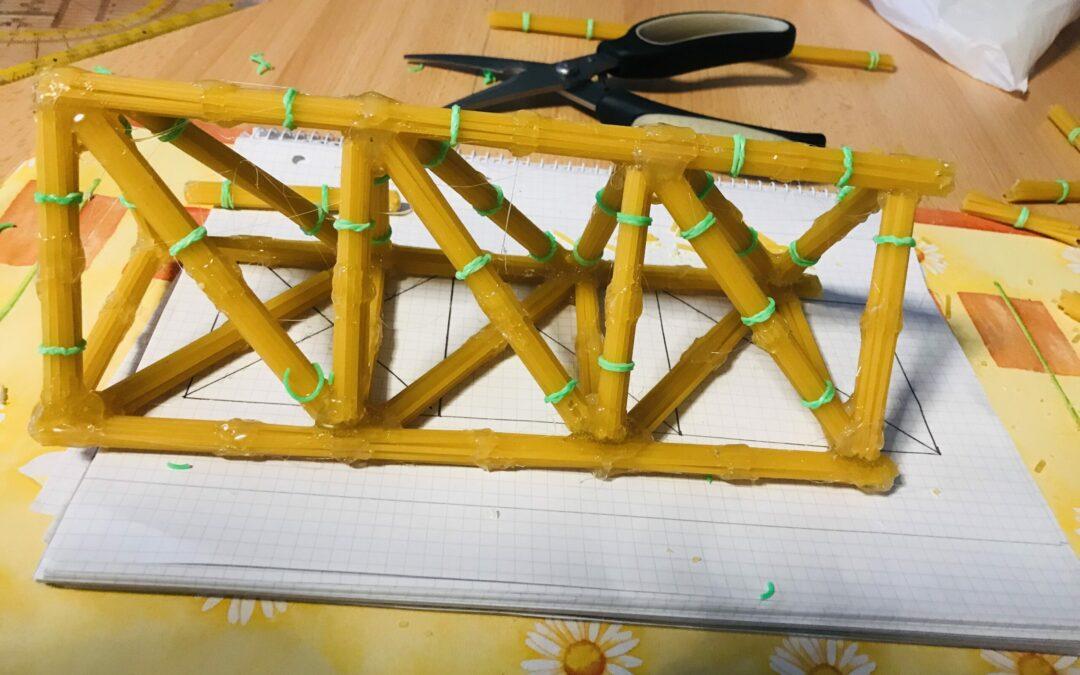 Spaghetti-Brücken im Distanzunterricht