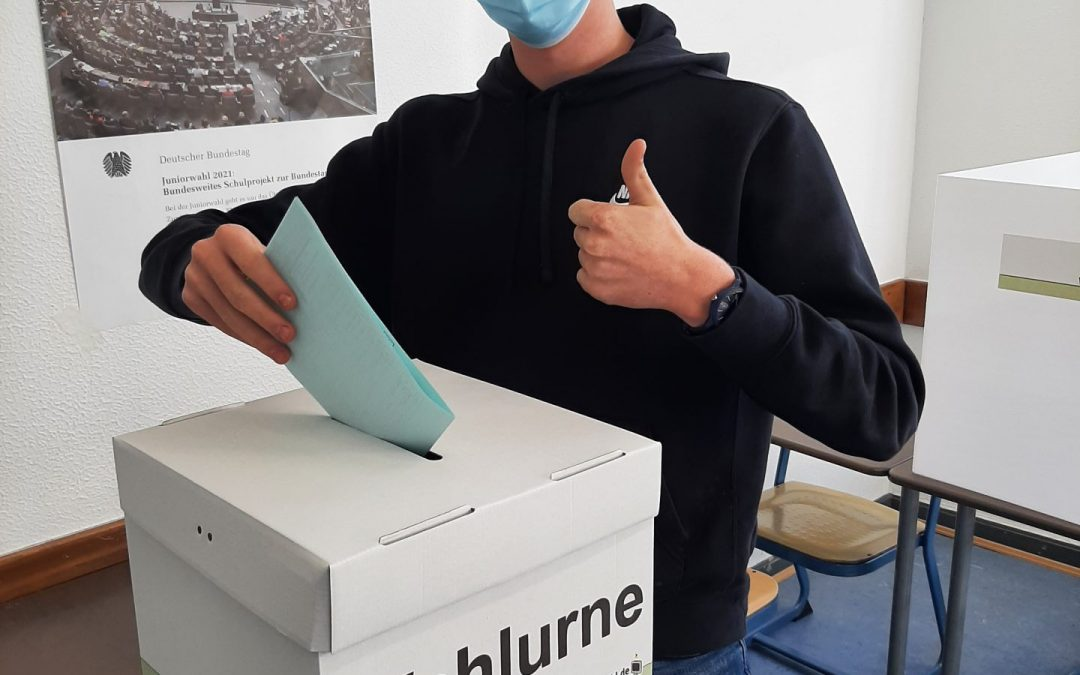 Juniorwahlen 2021: Das Stift ist dabei