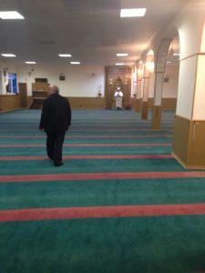 Gebetsraum mit Imam